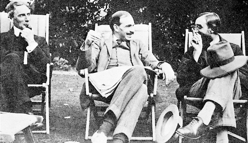 Bertrand Rasel, Dž . Mejnards i Liton Strejči